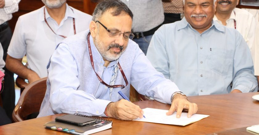 India's Cabinet Secretary reviews arrangements for COVID vaccine roll-out