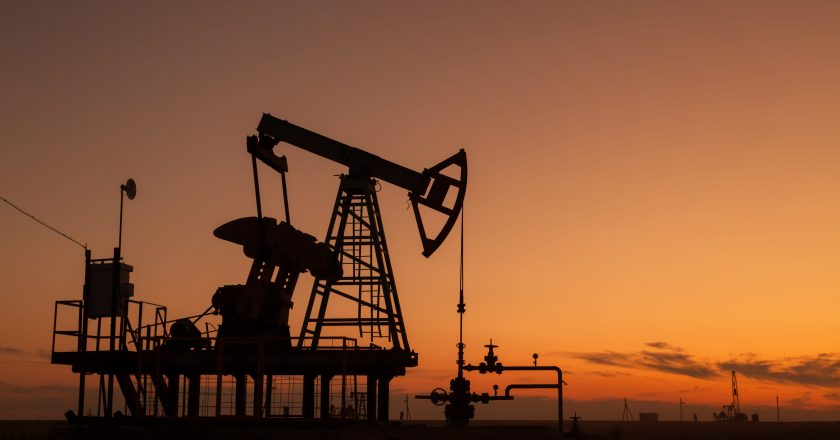 Oil rises on stimulus optimism, demand recovery hopes