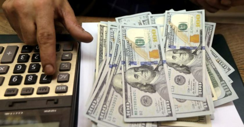 Dollar edges down as traders await US jobs data